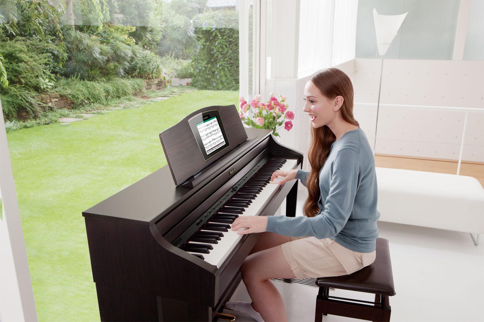 Картинка девушки играющей на пианино